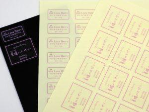 透明なシール用紙にUV印刷後、プロッターによりハーフカット